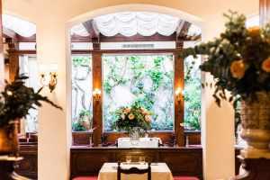 Lo storico ristorante Sabatini di Firenze ha cambiato proprietario, gestore e chef rinascendo in una raffinata atmosfera classico-moderna.