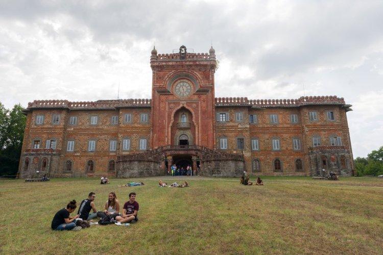 Save Sammezzano è il movimento nato per difendere il Castello di Sammezzano al degrado e l'abbandono a cui lo hanno destinato le istituzioni