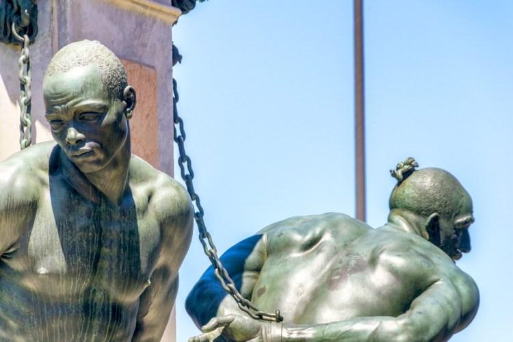 I Quattro Mori di Livorno sono dello stesso autore della Fontana del Porcellino, Pietro Tacca