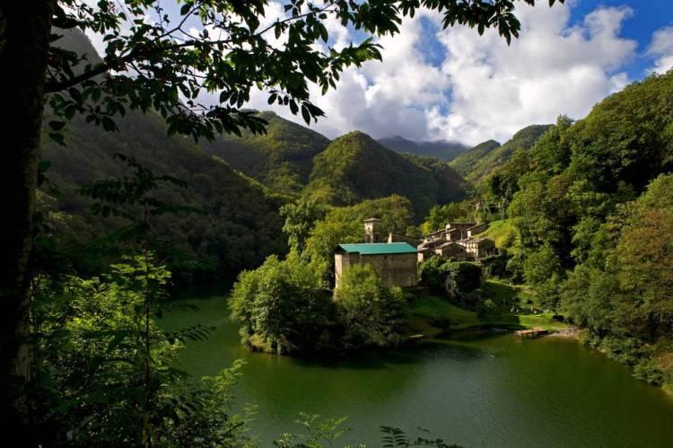 """Isola Santa è una dei borghi più romantici della Toscana per chiedere """"mi vuoi sposare""""."""