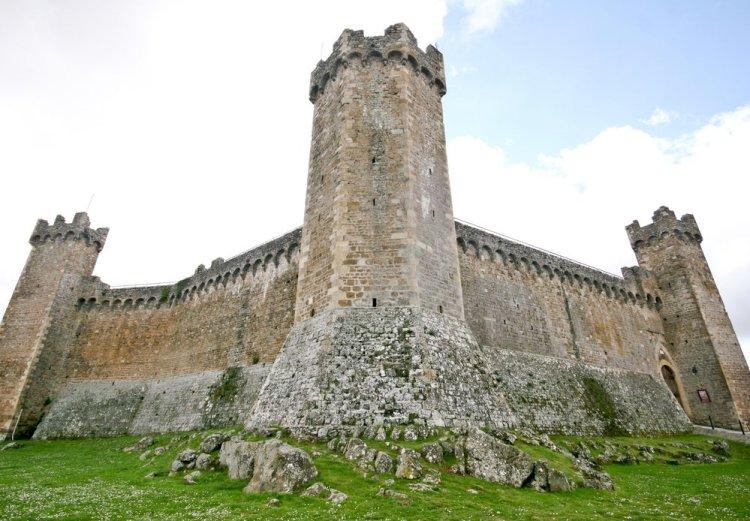 Il Castello di Monticiano si trova nella Val di Merse in provincia di Siena.