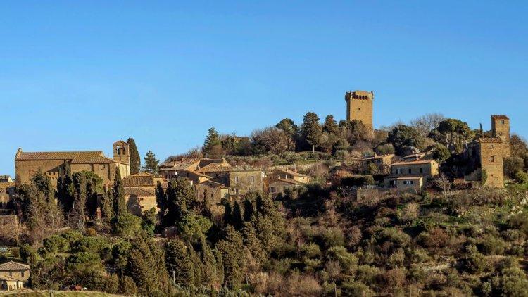 Monticchiello, panoramica sul borgo della Val d'Orcia