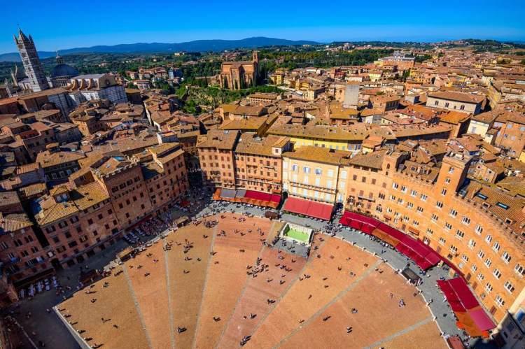 Piazza del Campo a Siena vista dall'alto