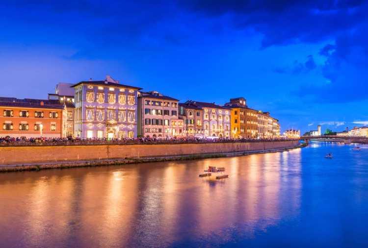 I lungarni di Pisa durante la Luminara di San Ranieri