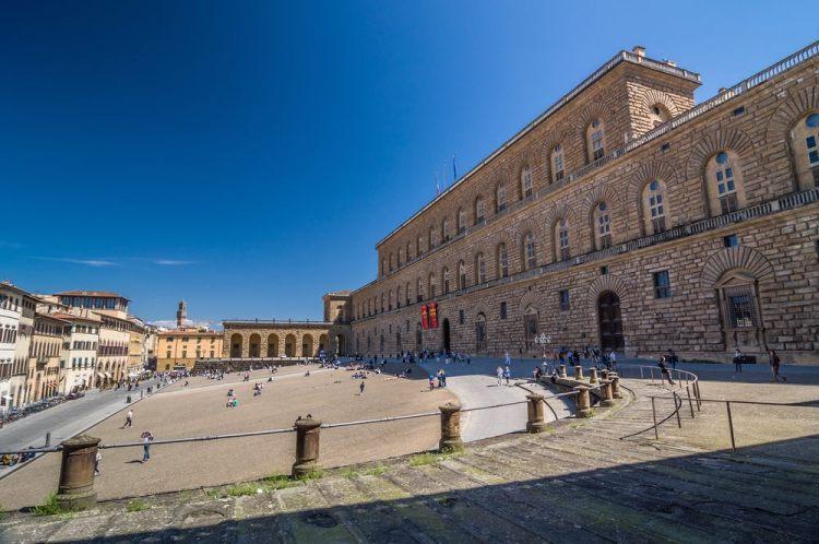 Palazzo Pitti si trova vicino alla Basilica di Santo Spirito e a Ponte Vecchio