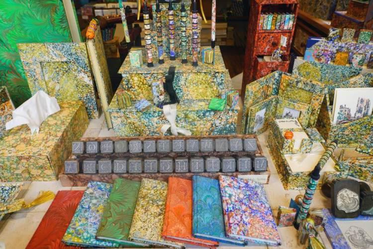 Negozio di carta marmorizzata fiorentina