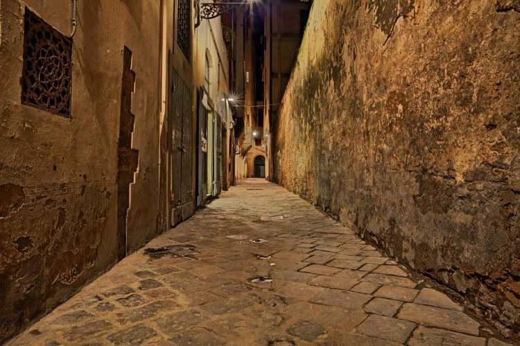 I chiassi ed i canti nella storia delle vie di Firenze nel centro storico.