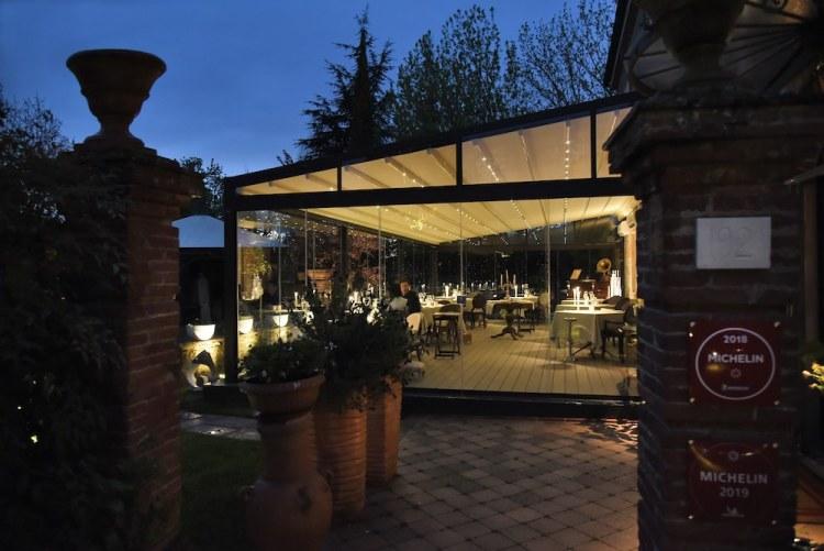Il ristorante Butterfly ha una bellissima veranda sul giardino