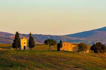 La Cappella della Madonna di Vitaleta in Val d'Orcia è uno dei luoghi simbolo della Toscana
