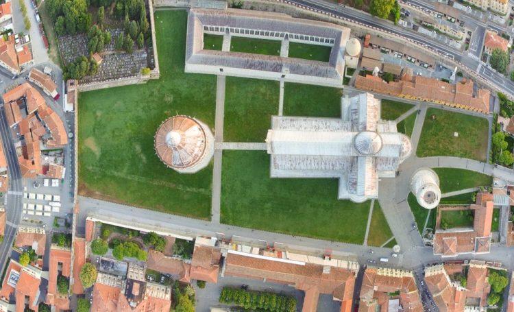 Piazza dei Miracoli a Pisa vista dall'alto