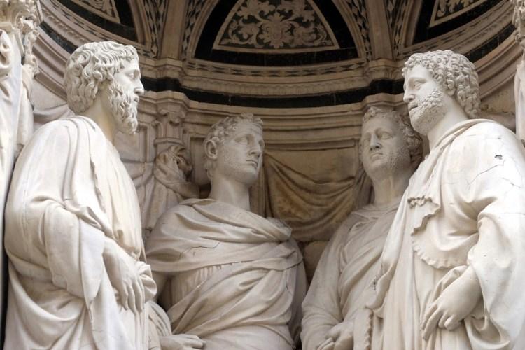 Statue sulla chiesa di Orsanmichele a Firenze