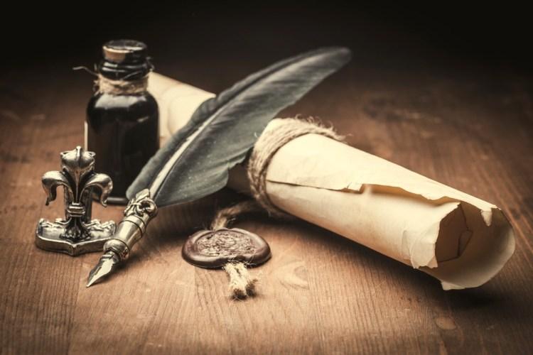 Penna, calamaio e antica carta da lettere
