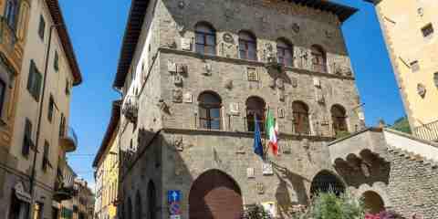 Palazzo dei Vicari a Pescia, borgo toscano in provincia di Pistoia