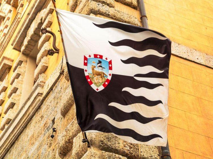 La bandiera della Repubblica di Siena è la Balzana