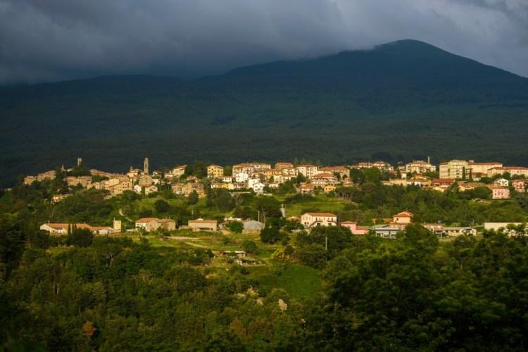 Castel del Piano è un borgo toscano ai piedi del Monte Amiata