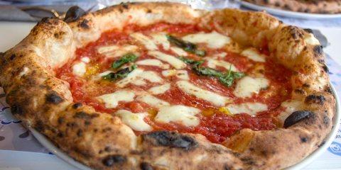 Pizza di Marco Manzi, giovane pizzaiolo pluripremiato della pizzeria Giotto di Firenze