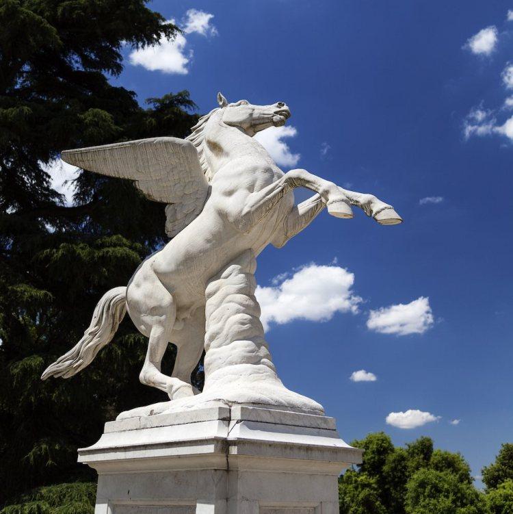 Statua di Pegaso nei giardini di Boboli a Firenze
