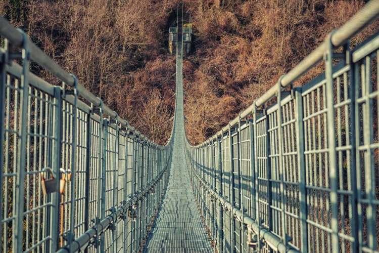 Il Ponte di San Marcello Popiglio, ponte sospeso in Toscana, è largo solo 80 cm