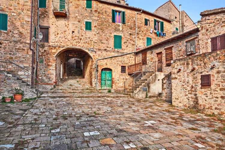 Palazzi del borgo toscano di Seggiano, alle pendici del Monte Amiata