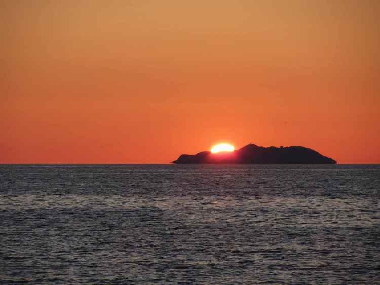 Tramonto sulla Gorgona, isola toscana