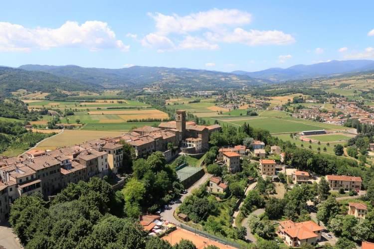 Borgo toscano di Poppi in Casentino