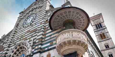Il pulpito di Donatello e Michelozzo sulla facciata del Duomo di Prato
