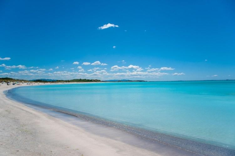 Le spiagge bianche a Rosignano Solvay, tratto di costa toscana modificata dall'inquinamento delle fabbriche