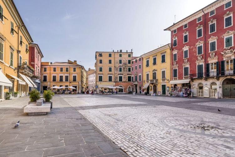 Piazza Alberica nella città toscana di Carrara