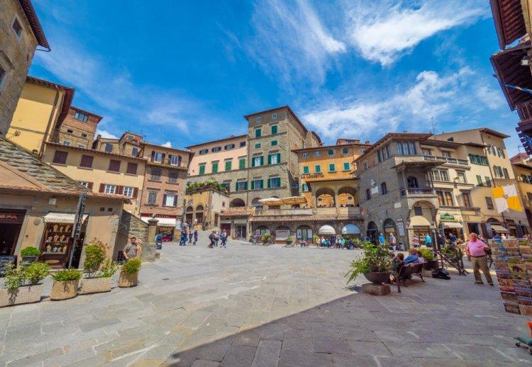 Piazza del Comune a Cortona, borgo toscano in Val di Chiana