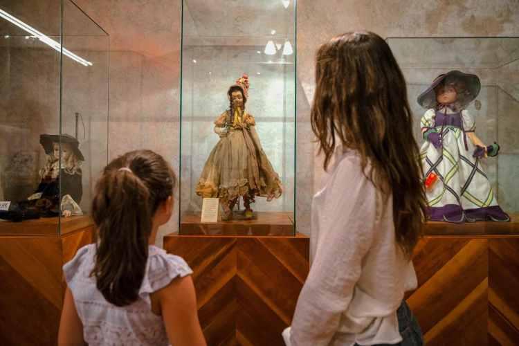 Bambola della collezione Maria Micaelli al Museo Artistico della Bambola di Suvereto
