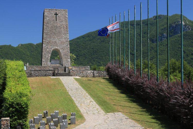 Monumento ai caduti nel borgo di Sant'Anna di Stazzema