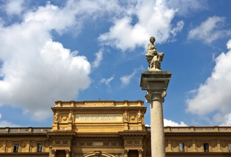 La Colonna dell'Abbondanza in Piazza della Repubblica a Firenze