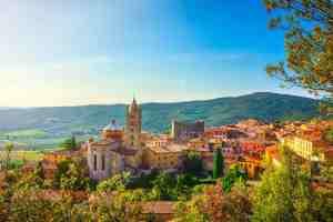Vista su Massa Marittima, bellissimo borgo toscano in Bassa Maremma