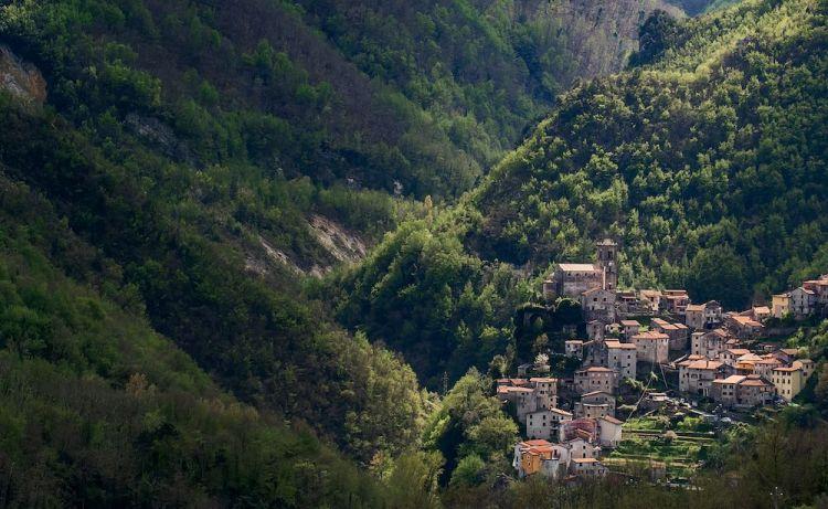 Il borgo di Equi Terme in Toscana in provincia di Massa Carrara