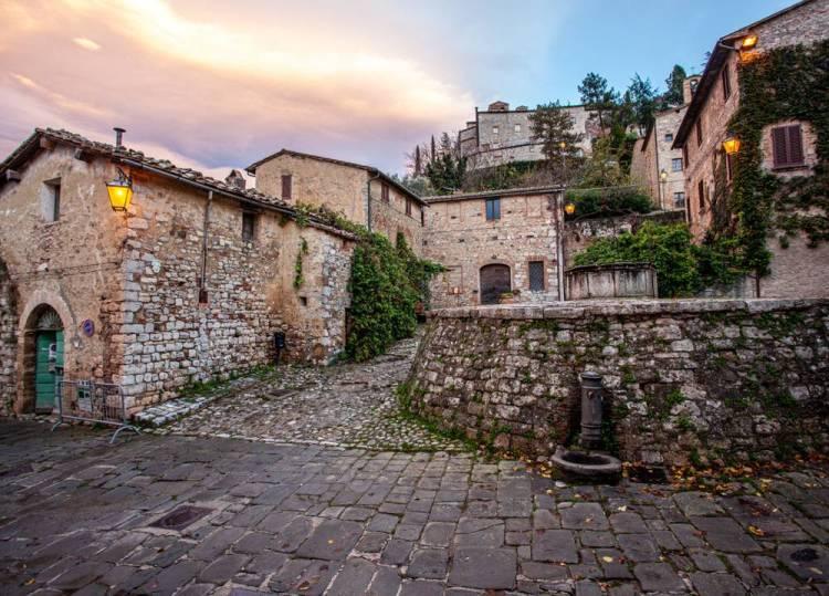 Il piccolo borgo medievale di Rocca d'Orcia