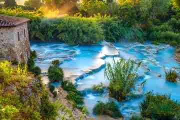 Terme libere in Toscana: Cascate del Mulino a Saturnia