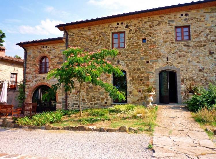 Fattoria a Carmignano, borgo toscano in provincia di Prato