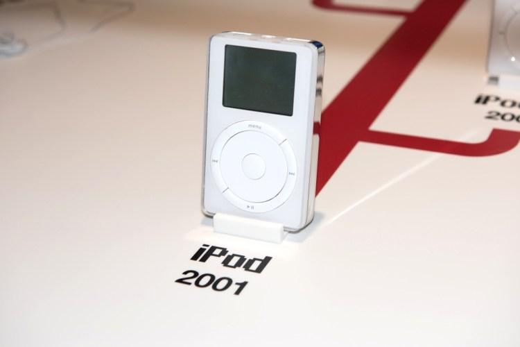 Il primo iPod del 2001 progettato da Apple
