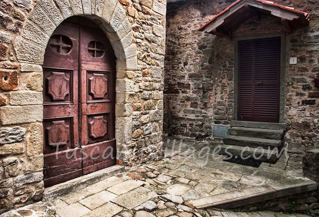 Medicina old red door