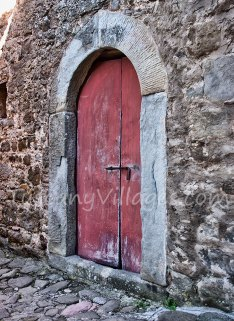 Red metal door, Pontito
