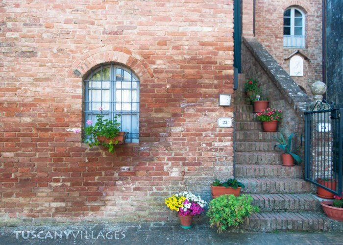 house-siena-flowers-steps
