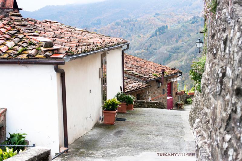 Tuscany terracotta rooftops Aramo