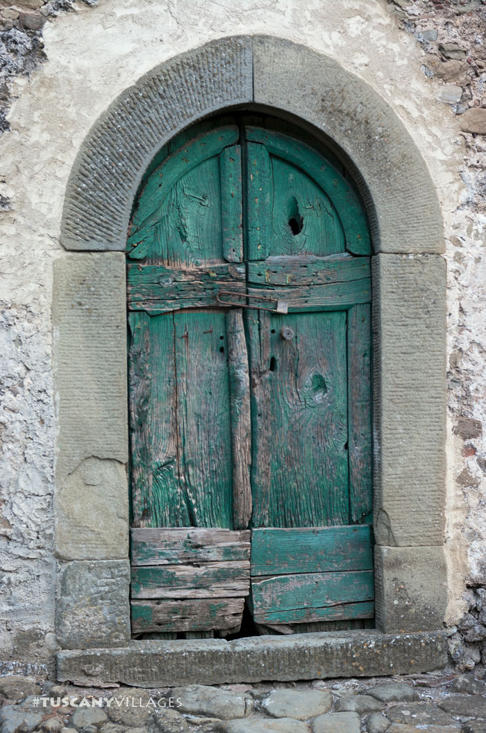 old-green-door-casoli-tuscany-villages