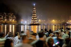 Árbol de Navidad en la Laguna Rodrigo da Freitas, en Río de Janeiro. ©  Felipe Varanda