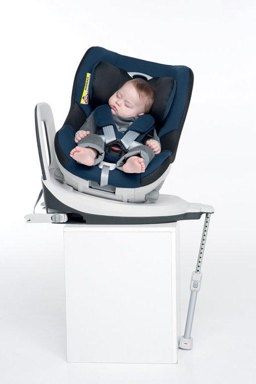 bebé en silla