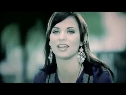 En este momento estás viendo Christine D'Clario – Padre Nuestro #musicacristiana