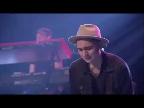En este momento estás viendo Digno / Al que esta sentado – Marcos Brunet ft Yvonne Muñoz, Marco Barrientos y Julio Melgar