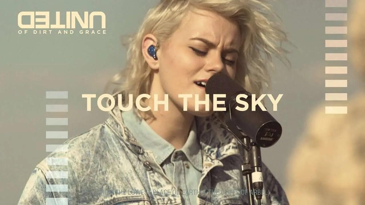 Lee más sobre el artículo Touch The Sky – of Dirt and Grace – Hillsong UNITED