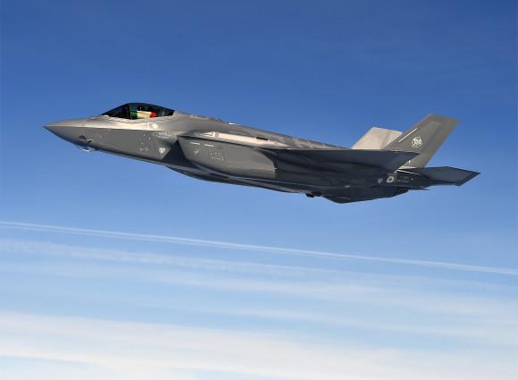 L'F-35 in volo sull'Atlantico