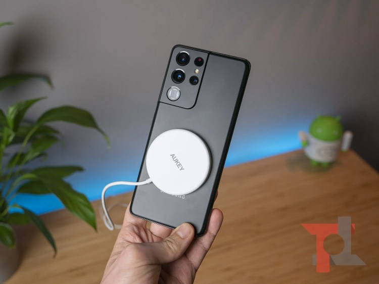 AUKEY lancia Aircore Magnetic wireless Charger, per iPhone 12 ma anche per Android